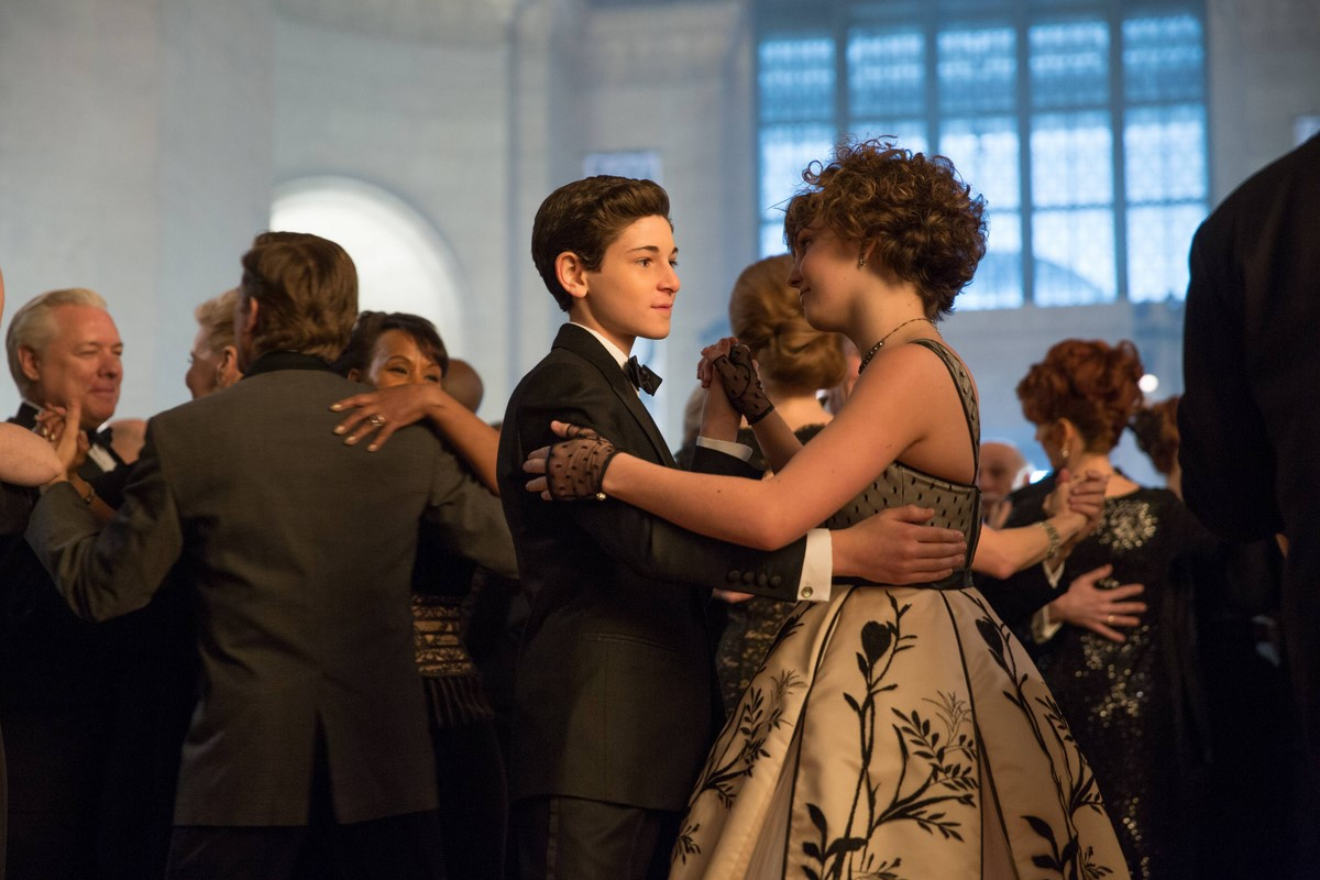 gotham-episode-under-the-knife-selina-bruce-dancing-bal